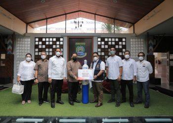 Penyerahan bantuan oksigen dari Kadin Banten ke Pemkot Tangerang untuk penanganan Covid-19. (IST)