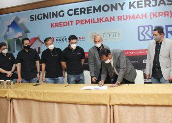 Penandatanganan kerjasama BRI dengan PT Modernlan Realty Tbk untuk pembiayaan kepemilikan rumah di Moderland Cilejit, Kabupaten Tangerang. (IST)