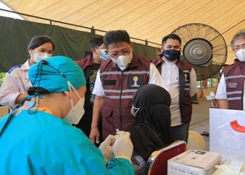 Wakil Walikota Tangerang Sachrudin menghadiri acara vaksinasi massal Covid-19. (IST)